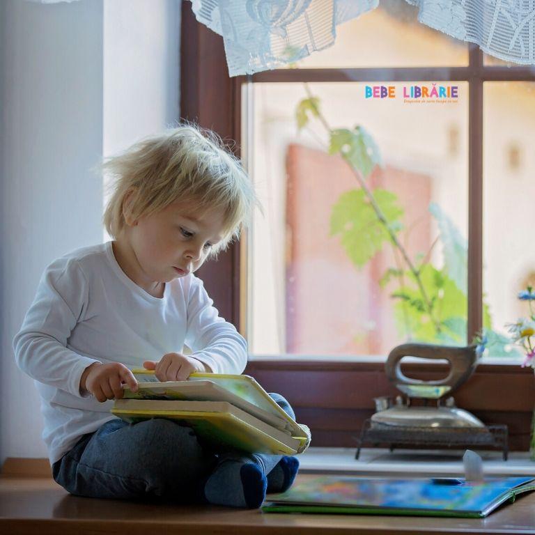 Dragostea de carte începe cu noi și încolțește în brațele părinților